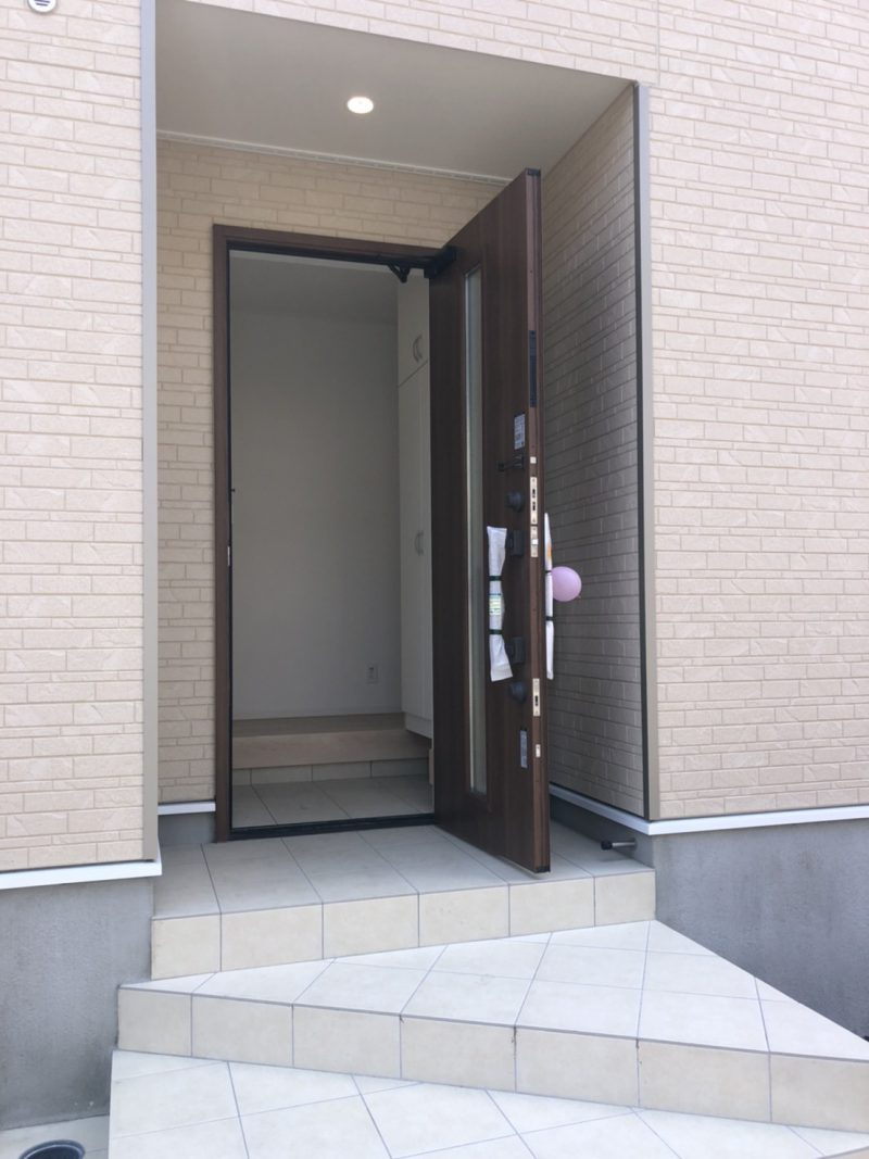 5/23撮影(16号棟)(玄関)